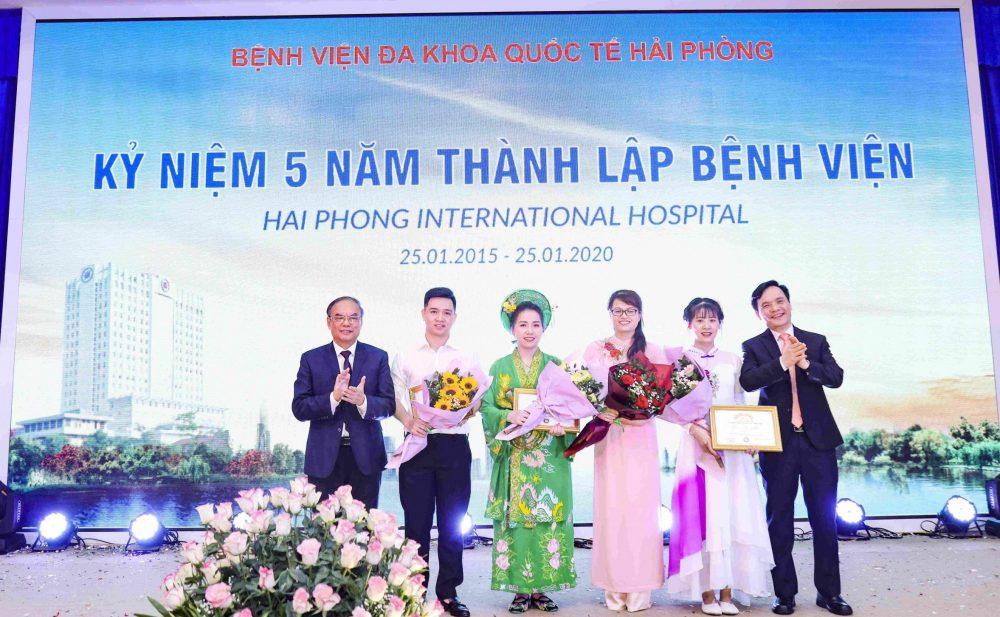 Chụp ảnh kỷ niệm 5 năm bệnh viện Đa khoa Quốc tế Hải Phòng