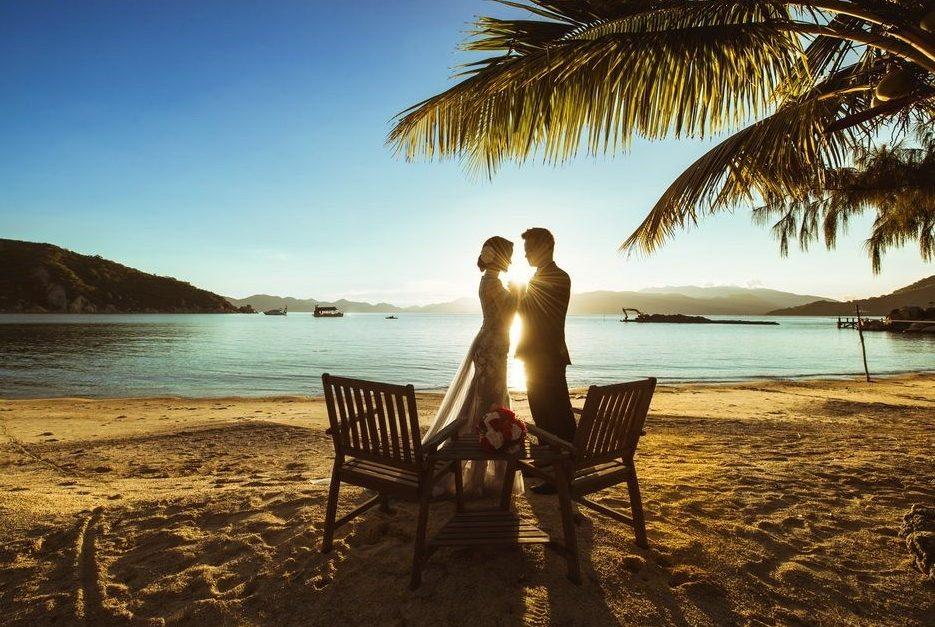Mãn nhãn với 5 kiểu tạo dáng chụp ảnh cưới ở biển