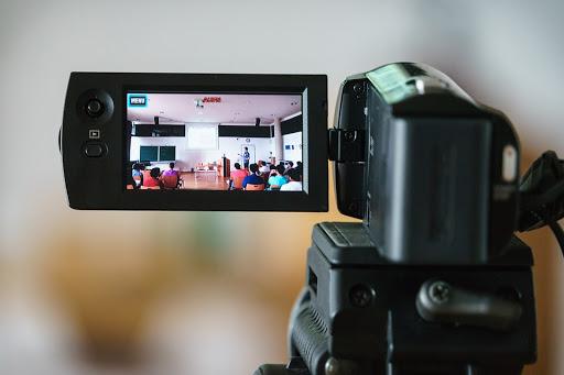 Quay video TVC - công cụ tiếp cận khách hàng
